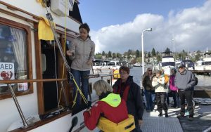 Cruiser's College Instruction on Powerboat Hoisting by Linda Lewis